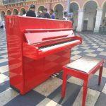 Le fameux piano rouge de Steve Villa Massone est à vendre !